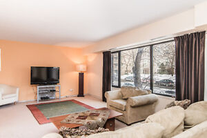Outstanding three bedrooms condo on two levels in downtown