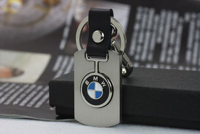 Drei Farben, drei Buchstaben, eine Marke: BMW-Schlüsselanhänger erzählen eine Geschichte