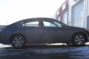 2009 Nissan Altima 2.5s - $5700 - Only 143232 kms