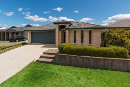 Contemporary, spacious, 4 bedroom family home with extra features Pine Rivers Area Preview