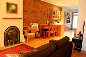 2 bed/2 bath (4 1/2) w/ fireplace in the heart of Plateau