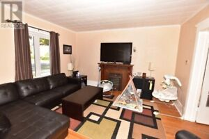 Large 2 bedroom Apartment in Avenues available Sept