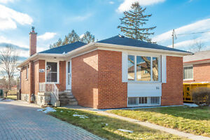 Newly Renovated 3 Bedroom House Kennedy and Ellesmere June 1