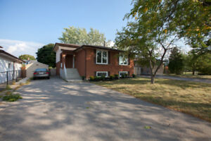 NEW LISTING $549,900.... 382 CHRISTIE Street, Grimsby. BEAUTIFUL