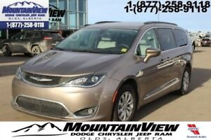 2017 Chrysler Pacifica Touring-L  - Leather Seats