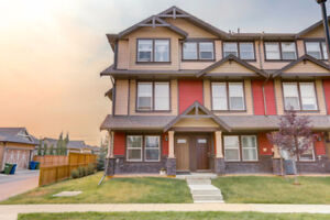 WONDERFUL END UNIT TOWNHOME!! Williamstown, Airdrie