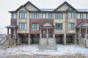3 Bdrm, 3 Bath Townhome in Ancaster for Rent!