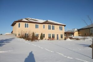 ACREAGE LIVING JUST 4 MINS FROM SHERWOOD PARK!