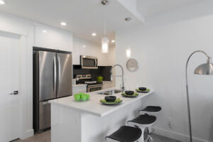 4 BLOCKS FROM SOUTH HEALTH CAMPUS - 1+DEN DESIGNER TOWNHOME