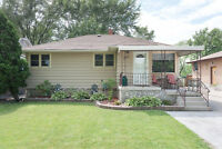 125 Lansdowne Ave North, Sarnia - 3 Bedroom, 2 Bathroom Bungalow