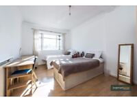 * TRULY FANTASTIC LOCATION * Modern Three Double Bed Flat in West Kensington W14 Zone 2