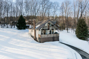 Charming Cottage Steps from Fairlain Lake - 28 Lakeview Cres.