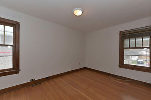 LUXURY ALL INCLUSIVE: May 1st Student Rental- 5 Bdrms London Ontario image 9