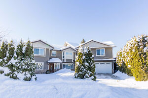Salmon Arm - Spacious 5bdrm Home with 1bdrm in-law suite