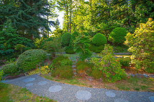 Bowen Island Custom Built Home on Sunny, Secluded 1 Acre North Shore Greater Vancouver Area image 3