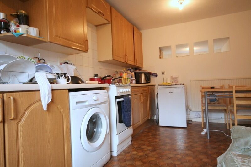 Fantastic 3 bedroom apartment set over two floors moments away from Kings Cross(NO LIVING AREA)