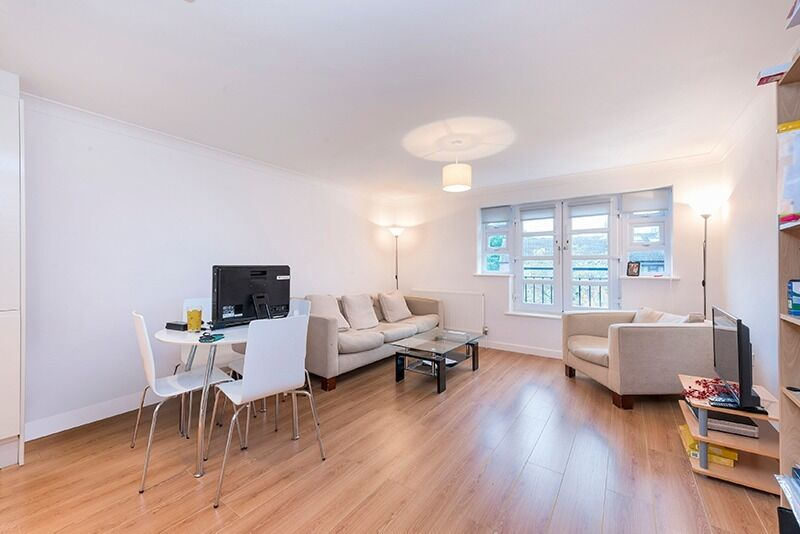 ***Spacious TWO BEDROOM TWO BATHROOM apartment in WHITECHAPEL***