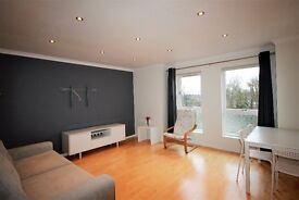 2 bedroom flat in Duddingston Mills, Duddingston, Edinburgh, EH8 7TU