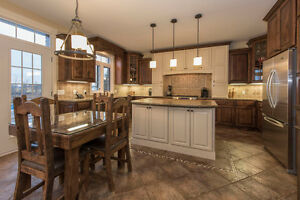 A spectacular 5 bedroom custom built home in Summerstown Estates Cornwall Ontario image 2