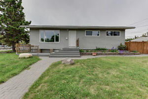 Beautiful 5 Bed bungalow in West Meadow Lark!2 Bed In Law Suite!