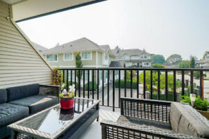 Kennedy Trail Townhouse in Surrey!! Central Location!!