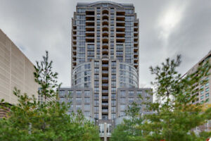 Spacious Unit Directly in front of Yorkville Park