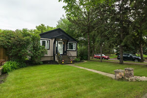 **Beautiful Upgraded Bungalow with a 2 bed In-law suite!**