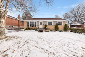 BEAUTIFUL 4 BEDROOM BUNGALOW FOR LEASE IN BARRIE!!