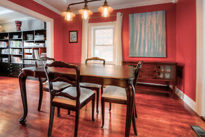 Dining Room Table with 6 Chairs and Leaf