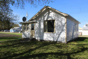 Cozy 1 Bdrm Bungalow for Sale in Inglis, MB!