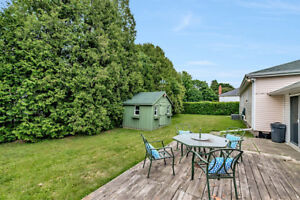 Invest in Beautiful Ancaster! Bungalow living right in town!