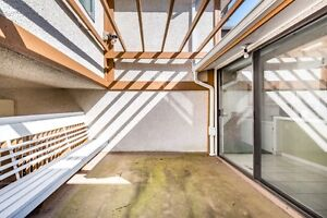 a spacious house of 4 bdrm and 2 bath in Vancouver