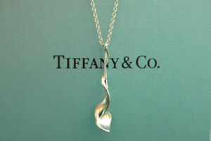 Rare 18k Gold Tiffany & Co Orchid Pendant and Earrings
