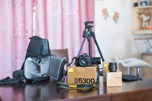Nikon D5300 avec équipement en excellent état