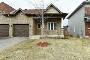 Gorgeous END UNIT, bungalow townhome in Arnprior
