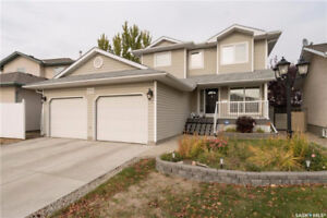 Large move-in ready family home in a desired neighbourhood!
