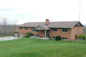 Escarpment, large renovated, great views, includes grass cutting