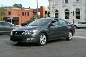 2013 Nissan Altima 2.5 SL Sedan LEATHER, NAV, MOONROOF!!
