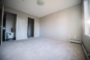 Looking for roommate in Windermere