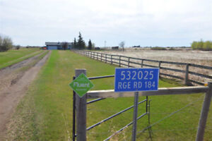 10-ACRE HOMESTEAD in RURAL LAMONT COUNTY