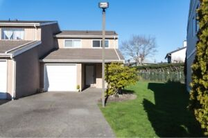 Updated 2 level, 3 bedroom Townhome in town!