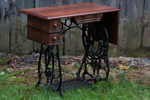 Drop-leaf desk with repurposed sewing machine base West Island Greater Montréal image 1