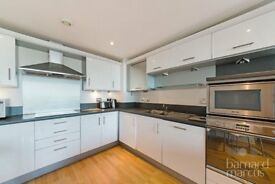 STUNNNING TOP FLOOR 2 BED 2 BATH APARTMENT IN THE POPULAR KINGSWQAY DEVELOPMENT, PARKING INC!