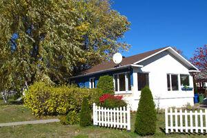 Maison ensoleillée à vendre à Baie-Comeau