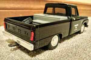 Ertl: 1969 Ford Boss Mustang & Trailer & 1966 Ford F-100 Truck Cambridge Kitchener Area image 8