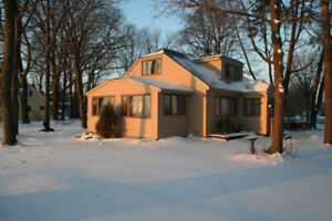 6 Bdrm, Lakefront Home, available March through April