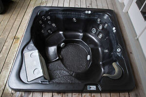 Hot tub and cover,  4 person.  great shape $1000 or best offer