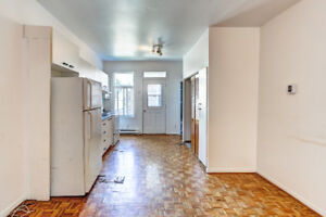 Cozy 1 bedroom + Den apartment near Metro Viau