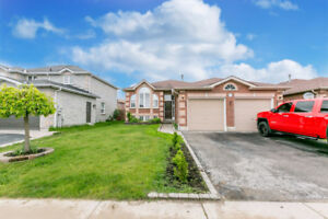 Big and beautiful 5 bedroom bungalow in Barrie on amazing lot!