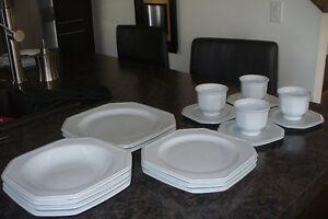 Set de vaisselle blanc 17 morceaux forme octogonale